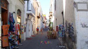 Passeggiata nel centro di Santa Marina Salina